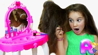 Anna play fun dress up and makeup kids toys for girls