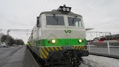 VR tåg ankommer Björneborg / Vihreä VR junat saapuvat Porin asema