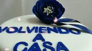 Torta con camelias azules