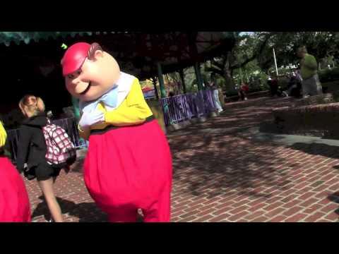 Tweedle Dee and Tweedle Dum meet and greet Disney World