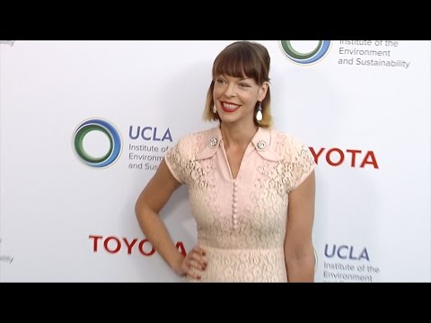 Pollyanna McIntosh 2017 UCLA IoES Gala Green Carpet