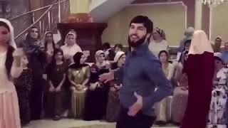Зубайра Тухугов зажигает на свадьбе , чеченская лезгинка 2018 .