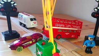 Мультик про поезда и машинки - Brio Trains amp Toys - Brio City toys videos for kids