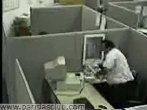 Gordo rompe el ordenador en la oficina youtube for Ordenador oficina