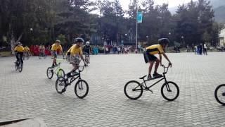 День города Текели/Выступление велосипедистов/Трюки BMX#!(Всем привет я начинающий видеоблогер. Я снимаю видео на разные тематики-Обзор игр,трюки,приколы,лайфхаки,по..., 2017-03-05T08:23:29.000Z)
