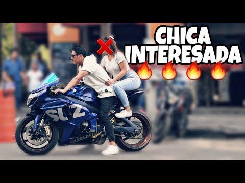 Cae CHICA INTERESADA con MOTO de PISTA (GSX-R1000) *Experimento Social* | JARCK