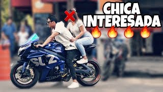 Cae CHICA INTERESADA con MOTO de PISTA (GSX-R1000) *Experimento Social* | #JARCK