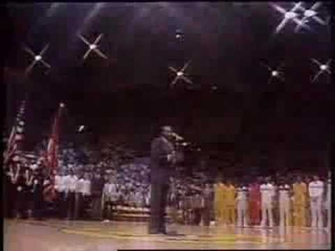 Marvin gaye sings the national anthem