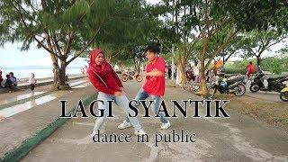 Download Lagu SITI BADRIAH - LAGI SYANTIK DANCE IN PUBLIC by LA RIMBA & SITASYA   Choreo by Natya Shina.mp3