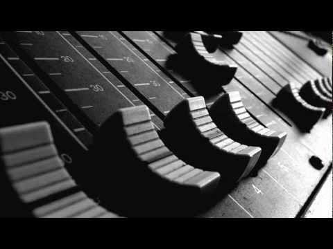 B-Boy Tronik - Type Of Girl [Remix] [feat Yungunz] [HD] [Electro-Freestyle]