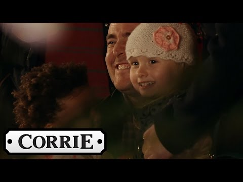 Hope Makes It Home In Time For Christmas - Coronation Street