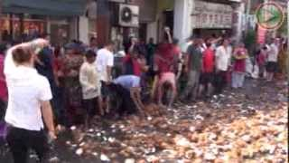 Thaipusam Penang 2014 Best Coconut smashing compilation