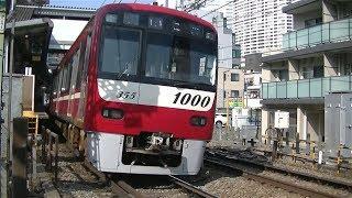 京急1000形1355F普通品川行き 北品川駅付近の踏切通過