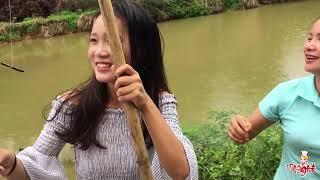 美女妹妹零技巧却钓上5斤大鱼,秒杀农村姐姐!