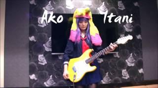 コスプレギターアイドル伊谷亜子(=イタニャンコ)が、 エレキギターで...