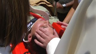 Zwischenfall in Chile: Papst bleibt bei gestürzter Polizistin