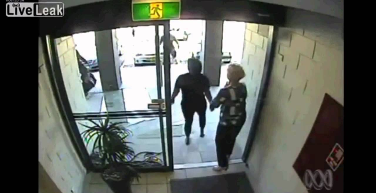 Robber runs into glass door - YouTube