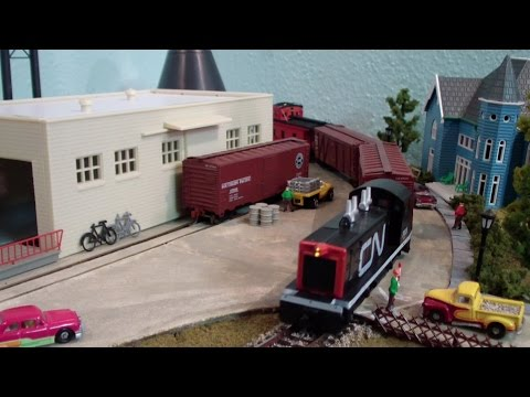 Model Railroad Train Layout ~ Street Running ~ CN Canadian National ~ Paper Company