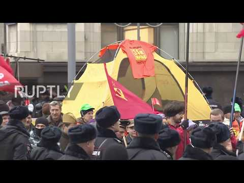 Russia: Communist Party holds massive march to commemorate October Revolution
