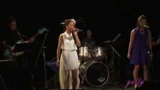コーラス:Emi、あやな バンド ピアノ:諏訪百合香 ギター:伊藤智也 ベ...