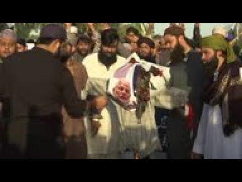 Protesters burn Modi effigy in Karachi