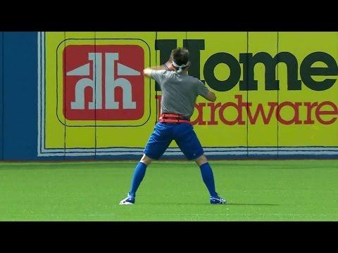 BAL@TOR: Kawasaki performs a dance for his warmup