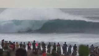 Hawaii: Surf in Pipeline 2017