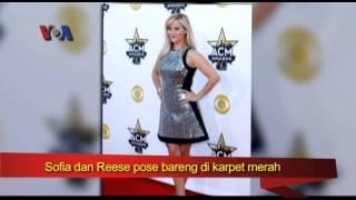 Sofia Vergara dan Reese Witherspoon Hadir di American Country Music Award 2015