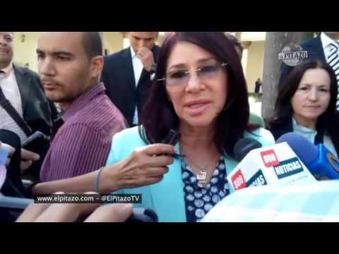 Cilia Flores se niega a responder sobre sus sobrinos y sus escoltas toman fotografías