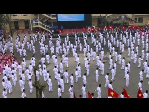 Đồng diễn chào mừng kỷ niệm 55 năm thành lập trường ĐH KT-KT CN