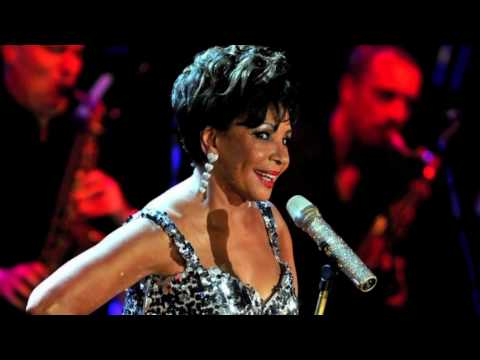 Dame Shirley Bassey - Hold Me, Thrill Me, Kiss Me
