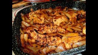 מתכון לחזה עוף צרוב במחבת פסים עם בצל מקורמל ותבלינים  מנה משגעת וקלת הכנה
