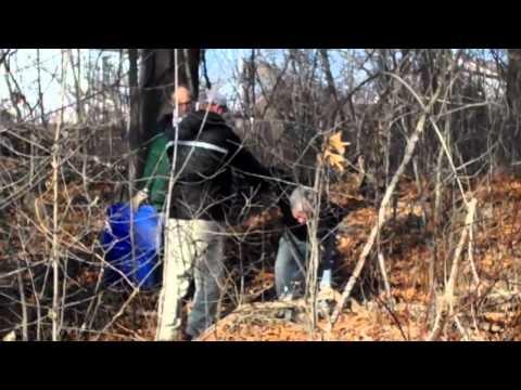 US Senator Jack Reed helps RI river clean-up 12/11/2010