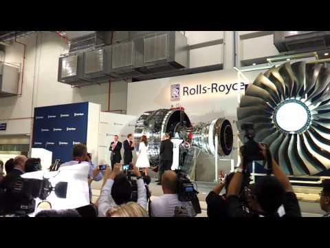 Kate Middleton inserts a Trent 1000 fan blade to reveal Rolls Royce Seletar