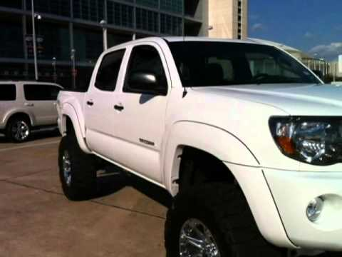 CUSTOM LIFTED 2011 Toyota Tacoma 4WD Double cab V6 iPhone link