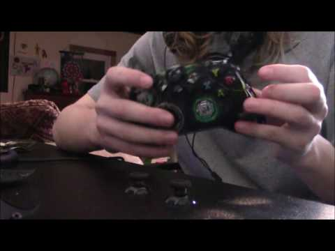 TAKING APART AN XBOX ONE CONTROLLER - YouTube