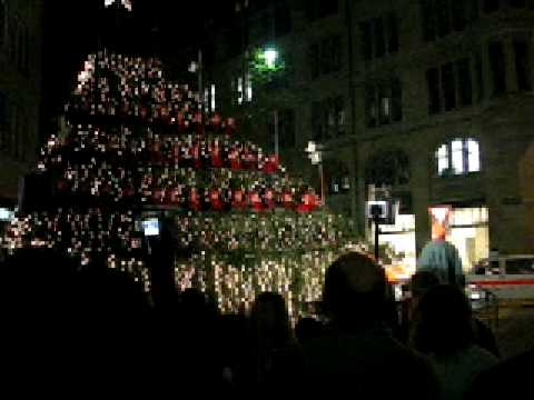 2006 Xmas in Zurich. Kids r singing Swiss German Xmas song