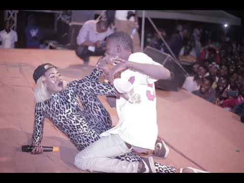 Download Balaa! AMBER LULU Alichokifanya Geita ni Aibu Akiwa Stejini