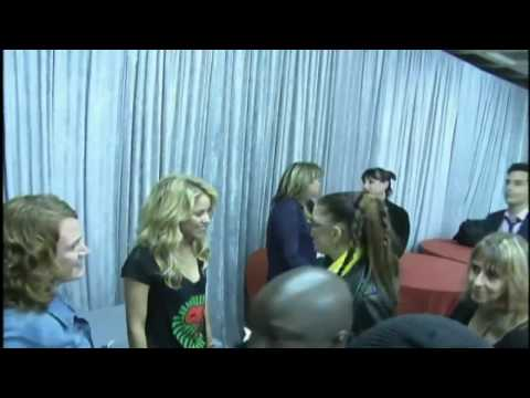 Fergie and Shakira chats at backstage of World Cup Kick-off Concert