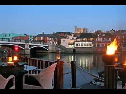 Cottages UK Windsor   Waterfront Cottage nr London England UK