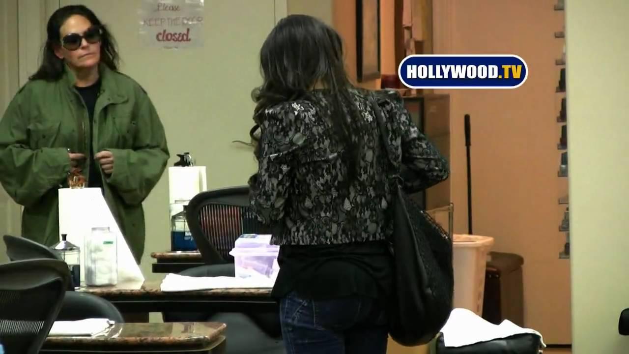 Kim Kardashian At Nail Salon In Beverly Hills - YouTube
