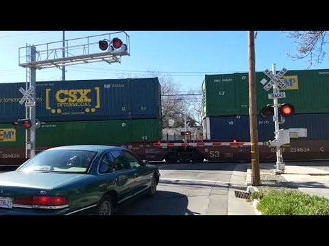 2nd Avenue Railroad Crossing, UP 2543 Intermodal Northbound, Sacramento CA