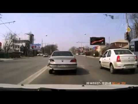Russian Mercedes Owners Don't Believe In Driving Etiquette