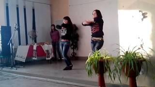 Девочки зажигают, танец поп