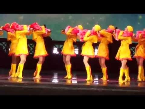 Rockettes - NYC Spectacular - Singing in The Rain