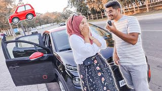 فاجئت زوجتي بسيارة جديدة  بمناسبة عيد زواجنا الأول | Houssam & Ikram