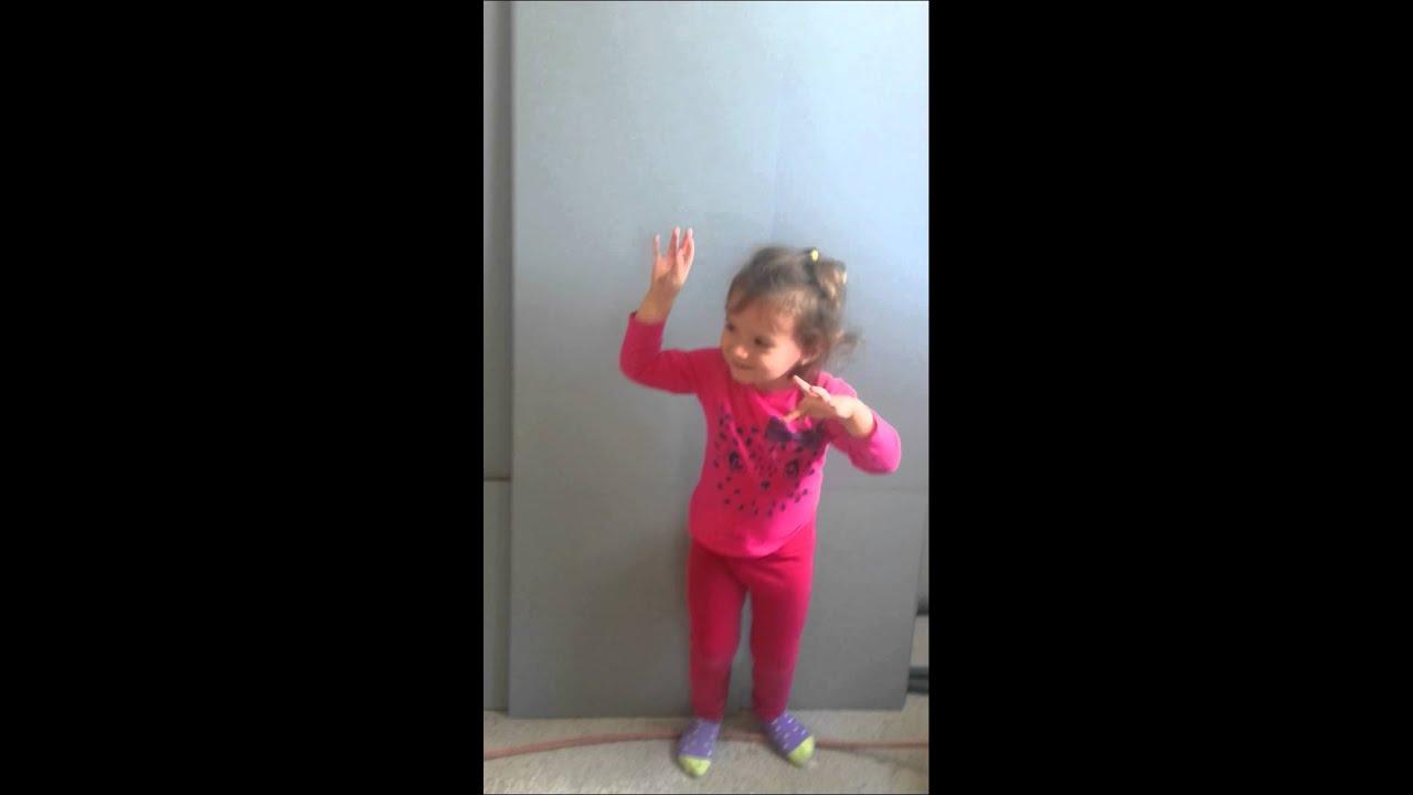 Petite fille qui danse youtube - Petite souris qui danse ...
