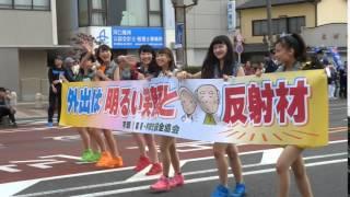 山口活性学園のメンバーが交通安全を呼びかけるパレード.
