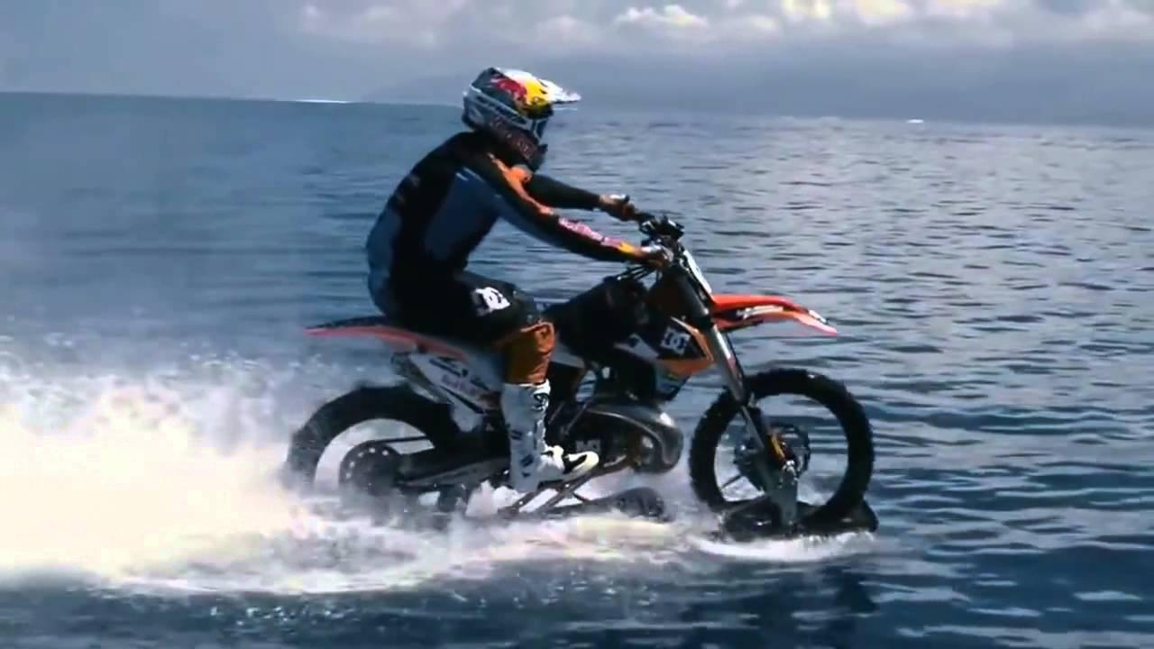 moto qui roule sur l 39 eau youtube. Black Bedroom Furniture Sets. Home Design Ideas