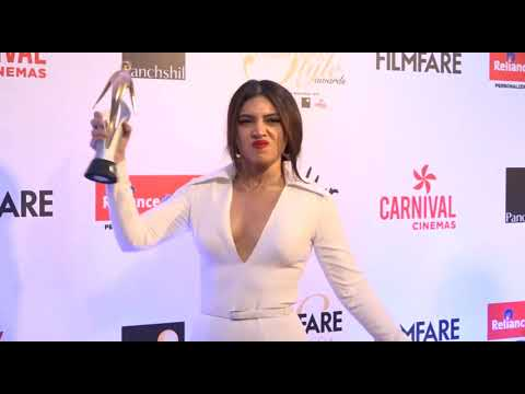 Bhumi Pednekar Makes Fun With Reporters After Getting Award at Filmfare Glamour and Style Awards